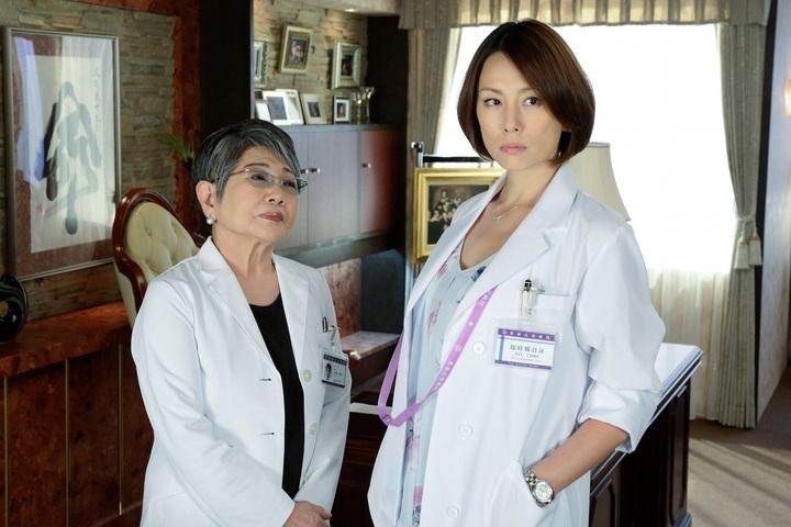 「ドクターX〜外科医・大門未知子〜」で主演を果たした米倉涼子さん。泉ピン子さんが新たな敵として登場しました。