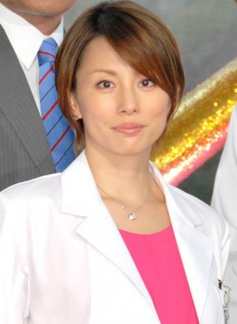 「ドクターX〜外科医・大門未知子〜」で主演を果たした米倉涼子さん。3週連続で視聴率20%を超えた人気作品です。