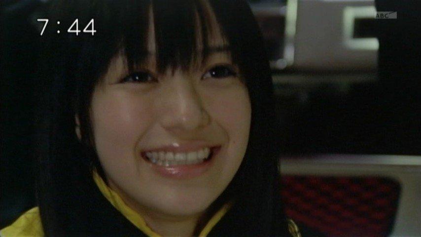 「炎神戦隊ゴーオンジャー」ではゴーオンイエロー役を熱演した逢沢りなさん。くりくりの黒目ですね。