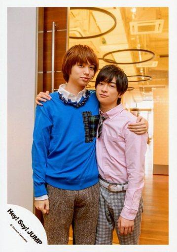 「Hey!Sey!JUMP」の伊野尾慧さんと過ごす知念侑李さん。意外と身長差がある2人です。