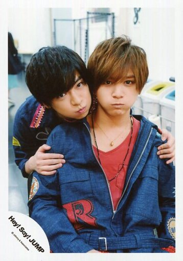 「Hey!Sey!JUMP」の山田涼介さんと「あっぷっぷ」ポーズの知念侑李さん。かわいいコンビですね。