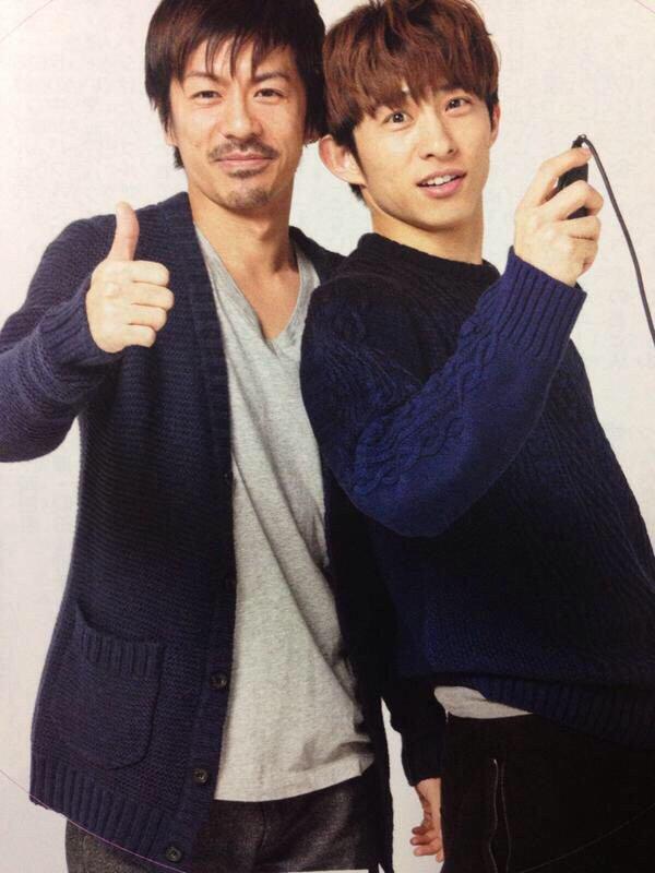 「V6」の三宅健さんと一緒の森田剛さん。森田剛さんの笑顔がとってもやさしそうですね。
