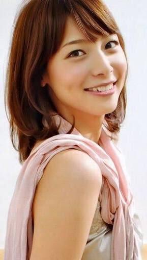 こちらを見てほほえむ相武紗季さん。川口春奈さんに似ているともいわれています。