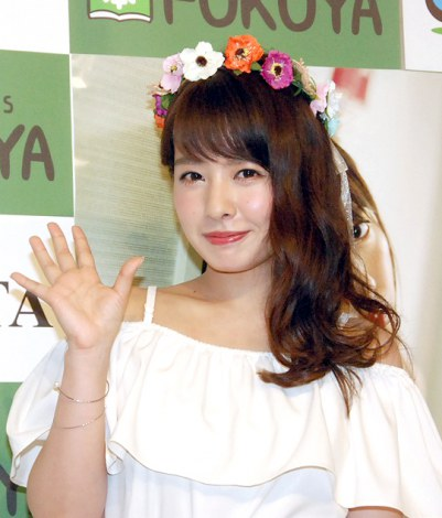 カラフルな花かんむりが可愛らしい山田菜々さん。今後の活躍に期待ですね。