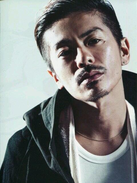 ツーブロックに髭がワイルドな森田剛さん。ジャニーズというよりEXILEにいそうですね。