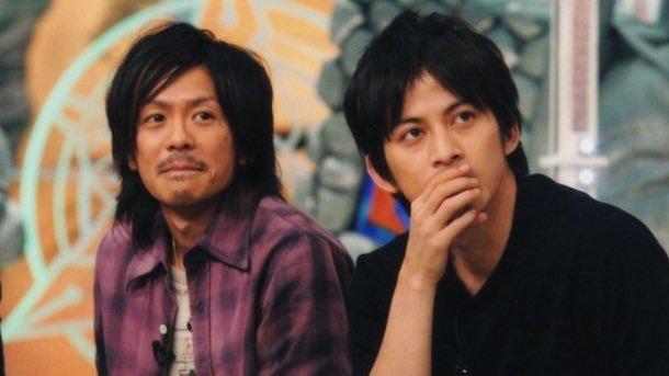 パープルのチェックのネルシャツの森田剛さん。長髪と髭がとっても似合いますね。
