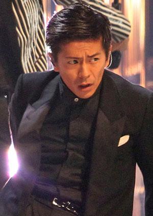 ブラック系のファッションの森田剛さん。三宅健さんとものすごく仲がいいことで知られています。