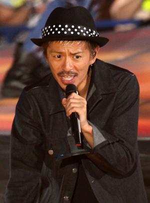 ブラック系のファッションの森田剛さん。熱い表情をしていますね。