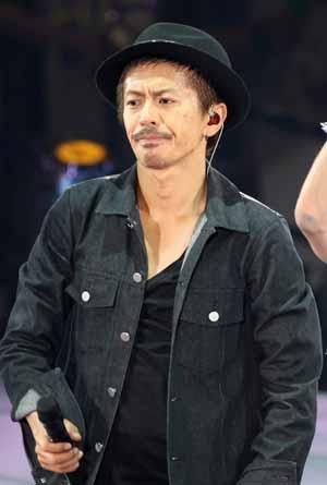 ブラック系のファッションの森田剛さん。TBS系ドラマ「ハロー張りネズミ」では主演の瑛太さんの相棒役を熱演しました。