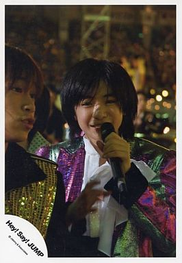 ライブ中の知念侑李さん。りりしい眉毛は幼いころから健在ですね。