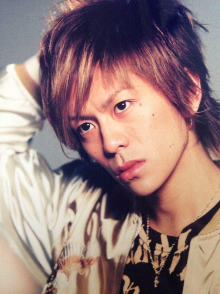 ワイルドな雰囲気の「V6」の森田剛さん。「だりーなぁ」と言わんばかりのけだるい表情ですね。