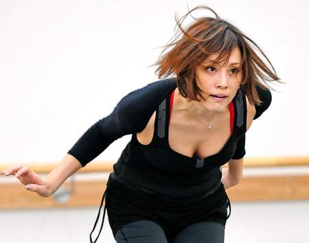 主演ミュージカル「CHICAGO」の公開舞台稽古を行った米倉涼子さん。躍動感がこちらにまで伝わってきますね。
