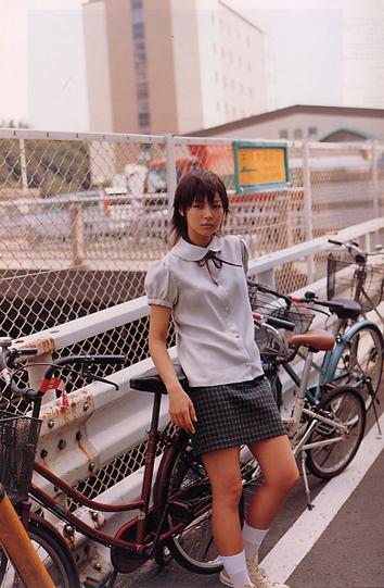 制服姿の相武紗季さん。フレッシュな雰囲気が伝わってきますね。