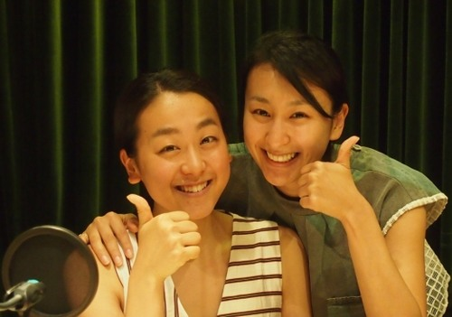 妹の浅田真央さんと一緒の浅田舞さん。とっても仲がよさそうなのが伝わってきますね。