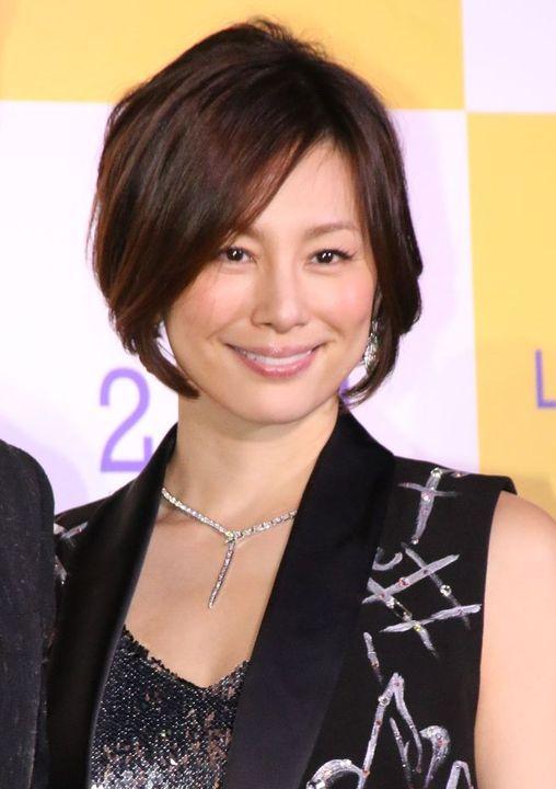 映画「ラ・ラ・ランド」のジャパンプレミアに登場した米倉涼子さん。パンクなブラックのタンクトップが似合いますね。