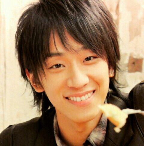 無邪気な笑顔の小山慶一郎さん。「20歳でデビューできなかったらジャニーズ事務所を辞めようっていう自分なりの基準は持ってた」と語っています。