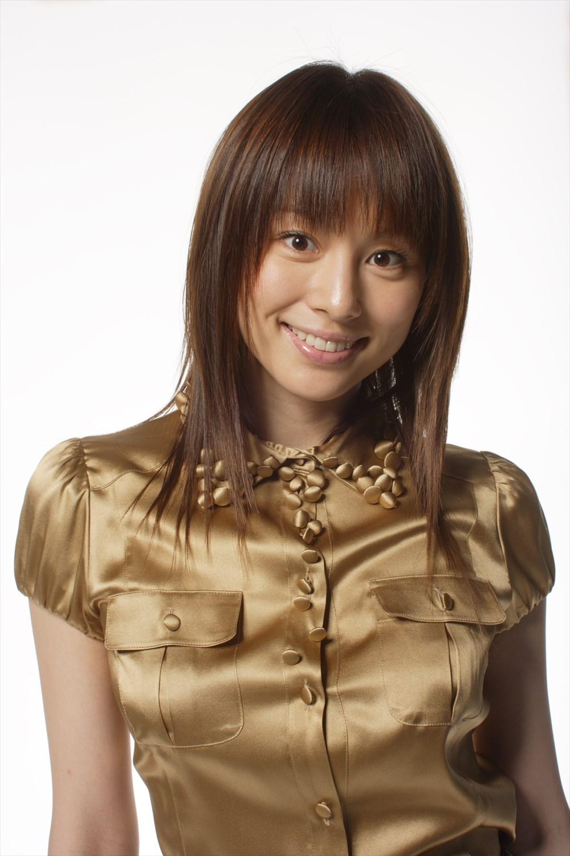 若々しい印象の米倉涼子さん。いまよりどちらかといえば「カワイイ系」ですね。