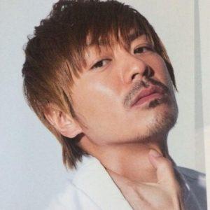 見下す視線がカッコいい森田剛さん。サッカーが得意で中学校・高校でサッカー部に所属していました。