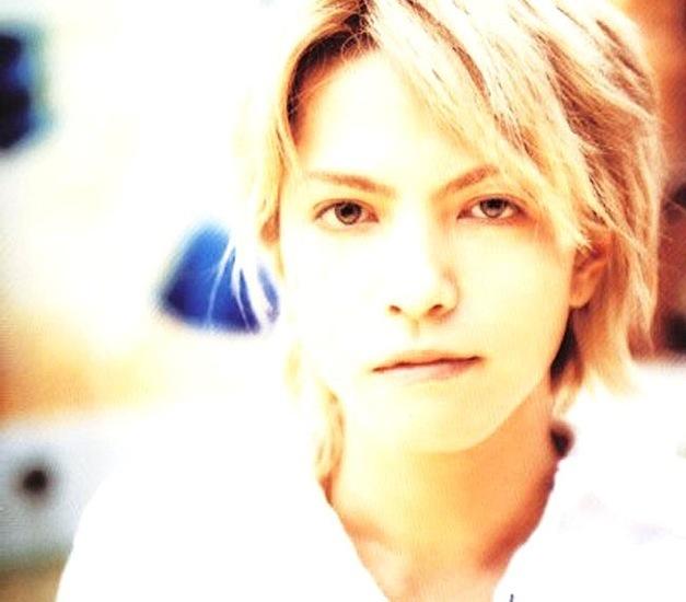 金髪のhydeさん。日本人には見えないですね。