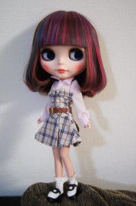 チェックワンピのブライス人形