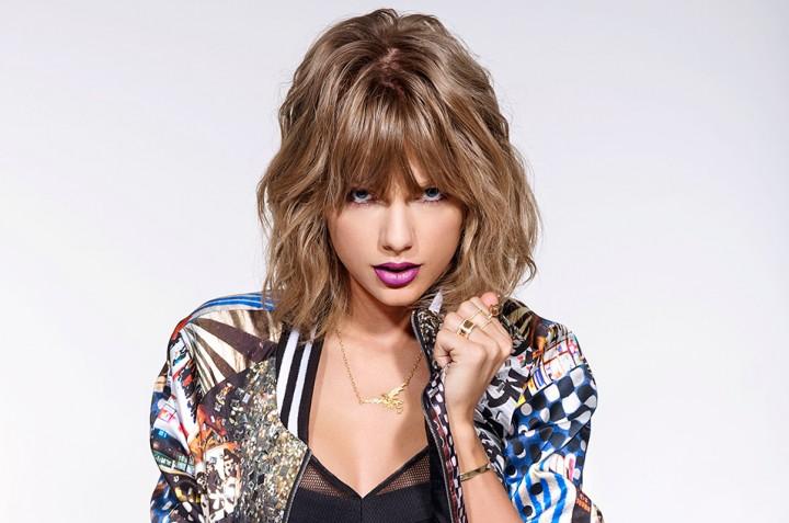 """11月に新曲""""Look What You Made Me Do""""をリリースするテイラー・スウィフト。トレードマークのレッドのリップを封印しパープルのリップでカッコいいですね。"""