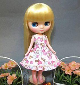女の子らしい柄のワンピのブライス人形