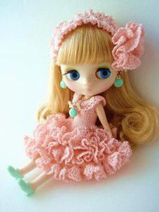 ピンクフリルワンピのブライス人形
