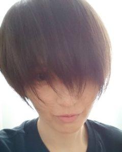 前髪の長い吉井怜