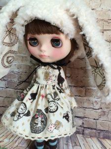 うさ耳帽子のブライス人形