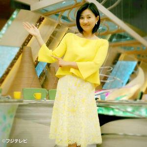 黄色コーデの菊川怜