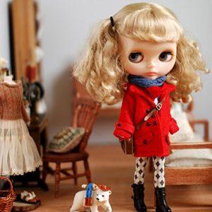 赤コートのブライス人形