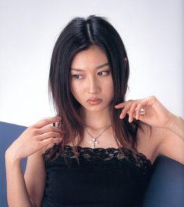 セクシー黒キャミの菊川怜