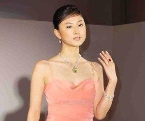 ピンクドレスの菊川怜