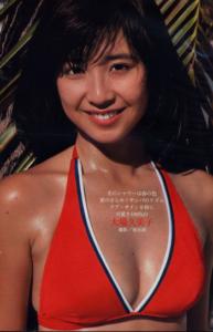 スポーティな赤水着の大場久美子