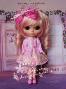 フェミニン服のブライス人形