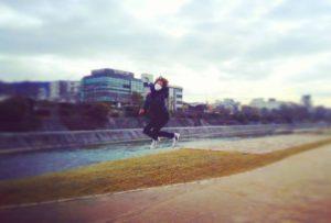 川でジャンプの吉井怜