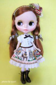 キュートな服装のブライス人形