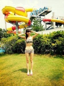 大人っぽい水着の江野沢愛美
