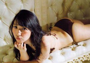 セクシー紐水着の松岡菜摘