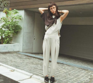個性的トップスの長谷川京子