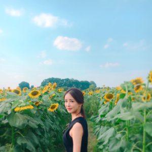 ひまわり畑と神室舞衣