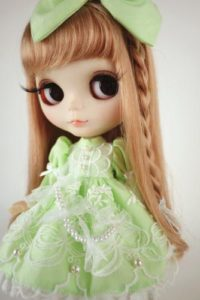 黄緑ドレスのブライス人形