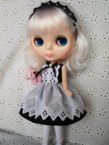 メイド風のブライス人形