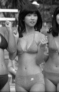 スポーティな水着の大場久美子