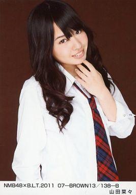 NMB48時代の山田菜々さん。シックな雰囲気です。上目使いもかわいいですね。