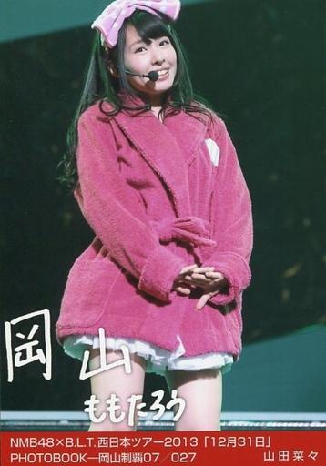 NMB48時代の山田菜々さん。ショッキングピンクのバスローブから覗くホワイトのフリフリがなんともキュートです。