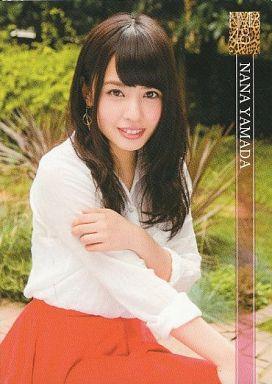 NMB48時代の山田菜々さん。ホワイトのブラウスにレッドのスカートでガーリーですね。