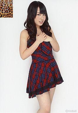 NMB48時代の山田菜々さん。レッドとブルーのチェックのスカートがとってもがーりーですね。