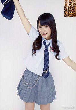 NMB48時代の山田菜々さん。制服風の衣装で元気いっぱいです。