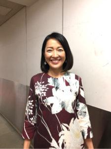 大花柄トップスの羽田美智子